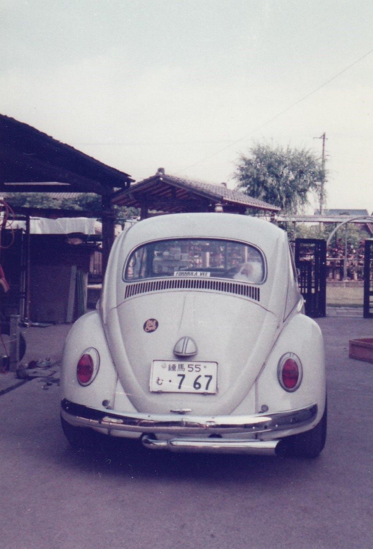 Tomikos første bil, en VW - med bl.a. forchromet udstødning og kofanger - vakte en vis opsigt i Tokyo
